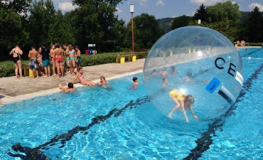 Water-Walking-Ball_17