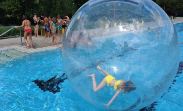 Water-Walking-Ball_18