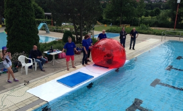 Water-Walking-Ball_4