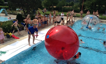 Water-Walking-Ball_9